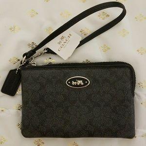 NWT Authentic COACH wristlet wallet